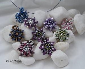 En Blomma kan användas som hänge men också som en infattning att sätta på en Shiboriarmband.